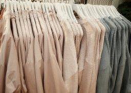 clothing-1756045_1920.jpg